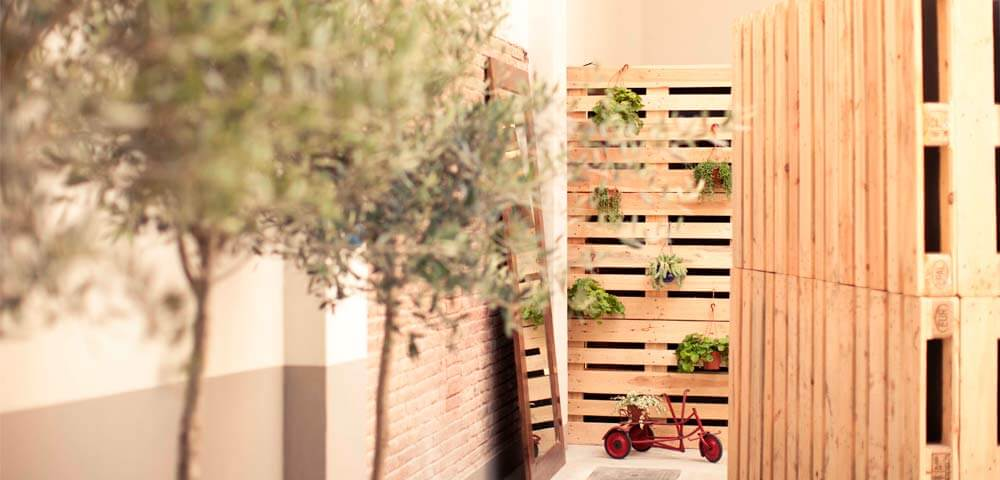 C mo hacer muebles con palets blog for Biombo exterior para jardin